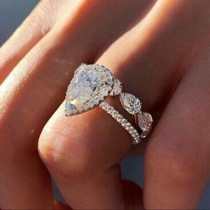 Pear shape 2 pc women's engagement rings